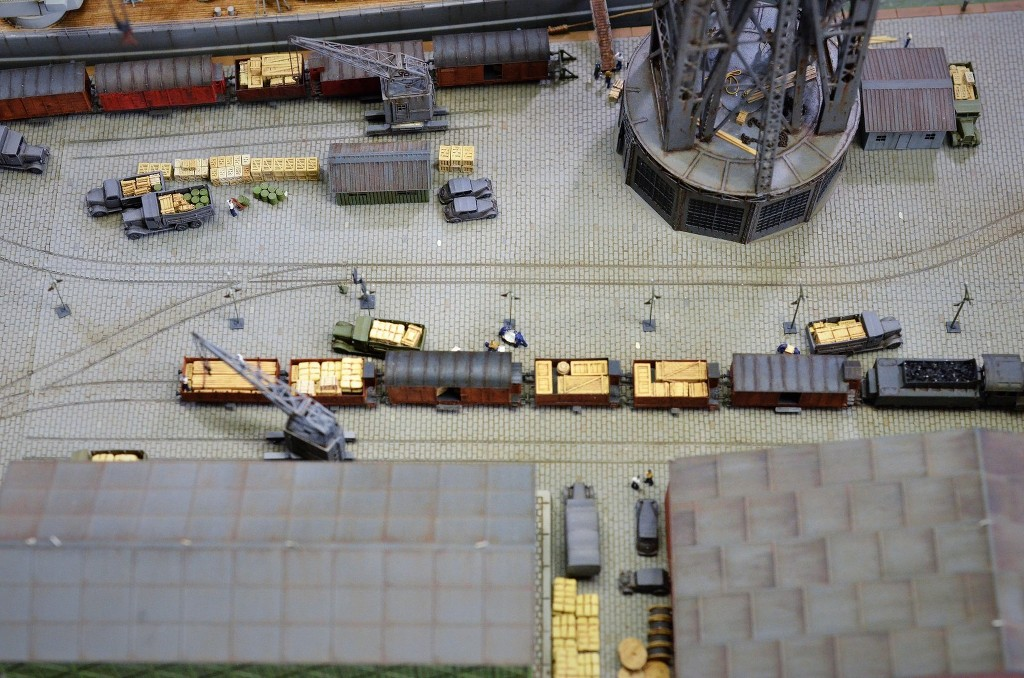 Grande grue 250 t port de Hambourg et Bismarck au 1/350 - Page 17 QZUHre