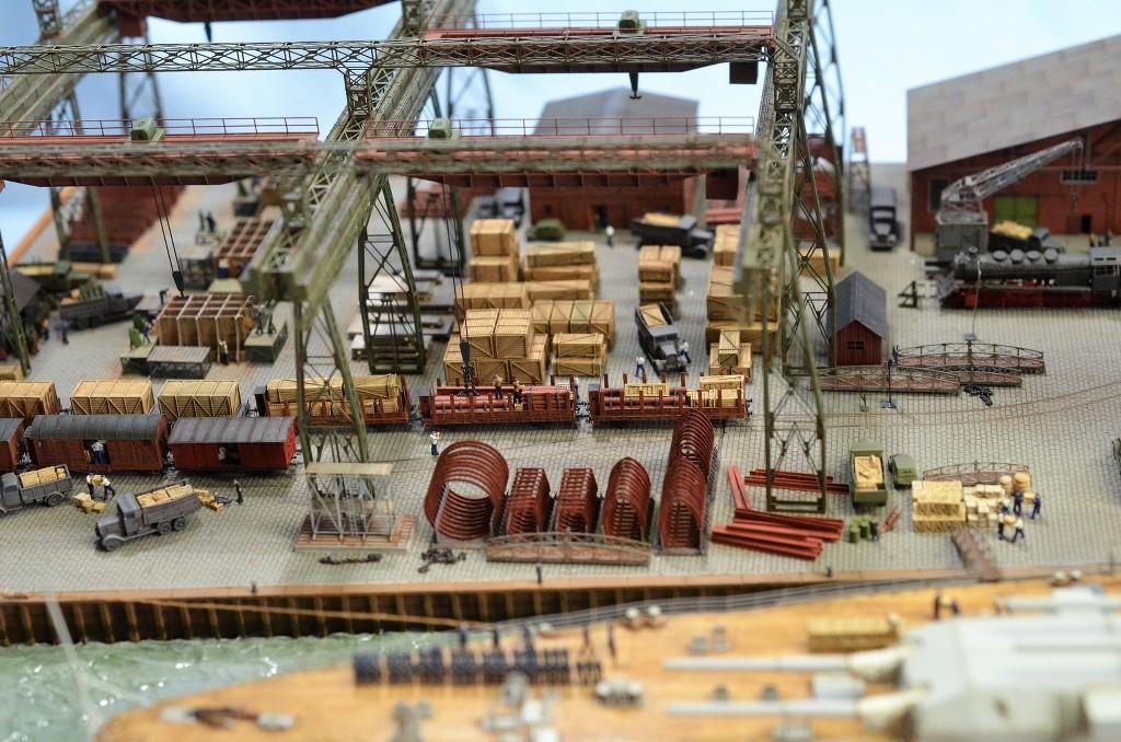 Grande grue 250 t port de Hambourg et Bismarck au 1/350 - Page 17 CuPzO6