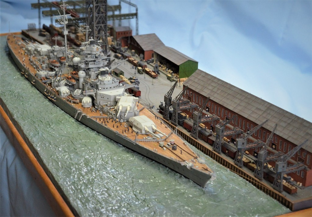 Grande grue 250 t port de Hambourg et Bismarck au 1/350 - Page 17 SSgLJK