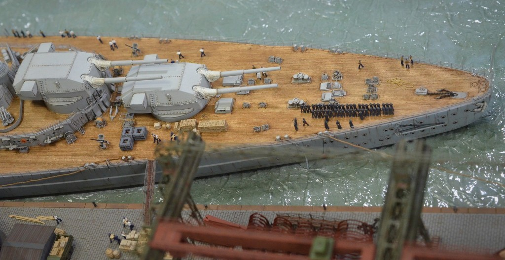 Grande grue 250 t port de Hambourg et Bismarck au 1/350 - Page 17 U5e7Fr