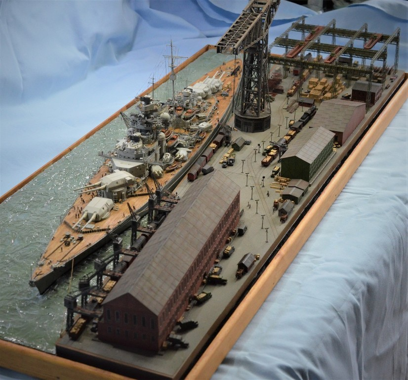 Grande grue 250 t port de Hambourg et Bismarck au 1/350 - Page 17 Wu6u7N