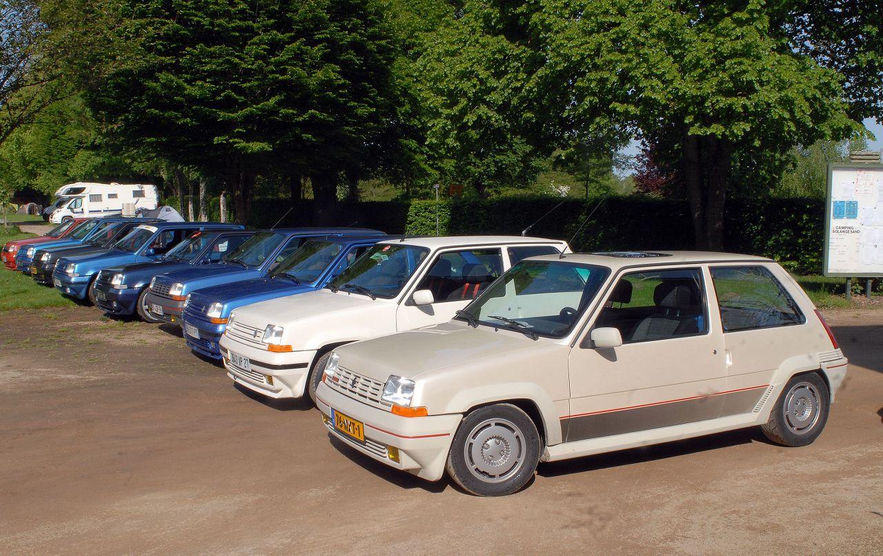 Les 30 ans de la Super 5 GT Turbo à La Châtre GGnleZ