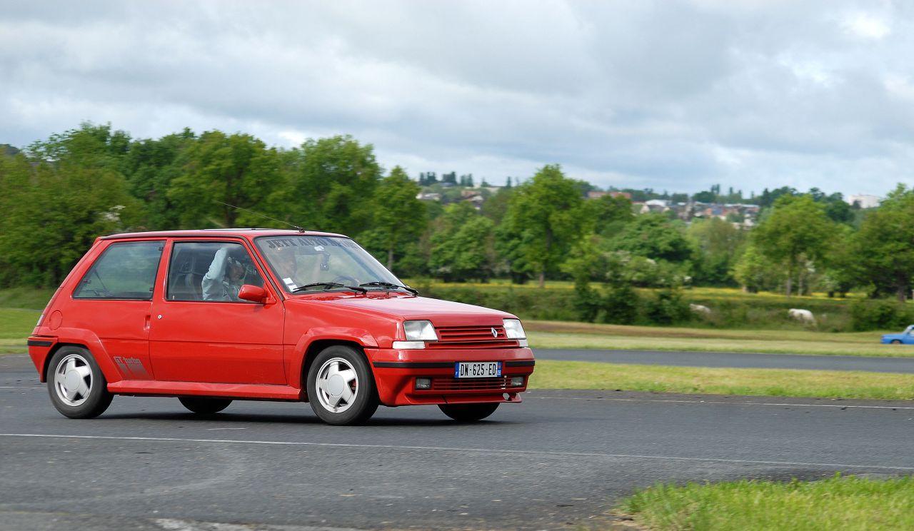 Les 30 ans de la Super 5 GT Turbo à La Châtre YMwCtA