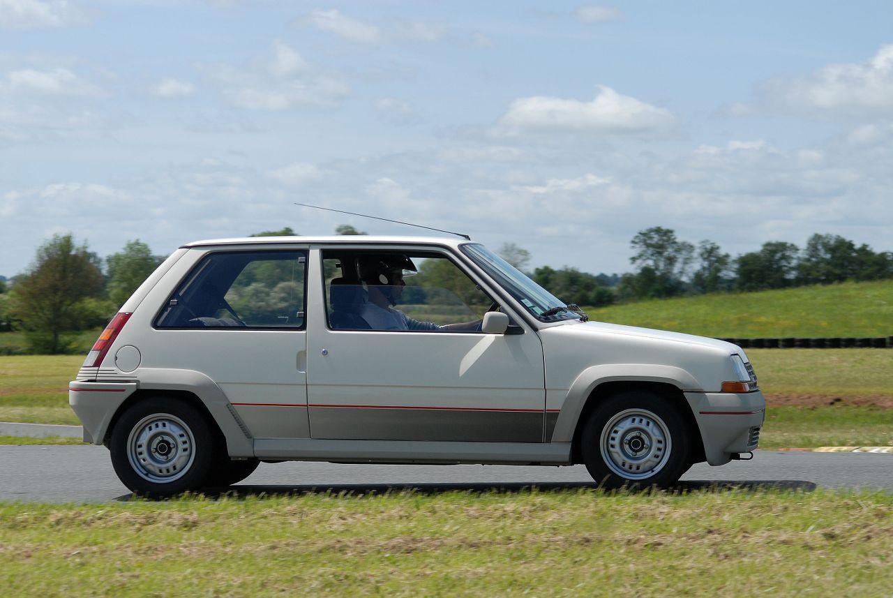 Les 30 ans de la Super 5 GT Turbo à La Châtre AIKt2I