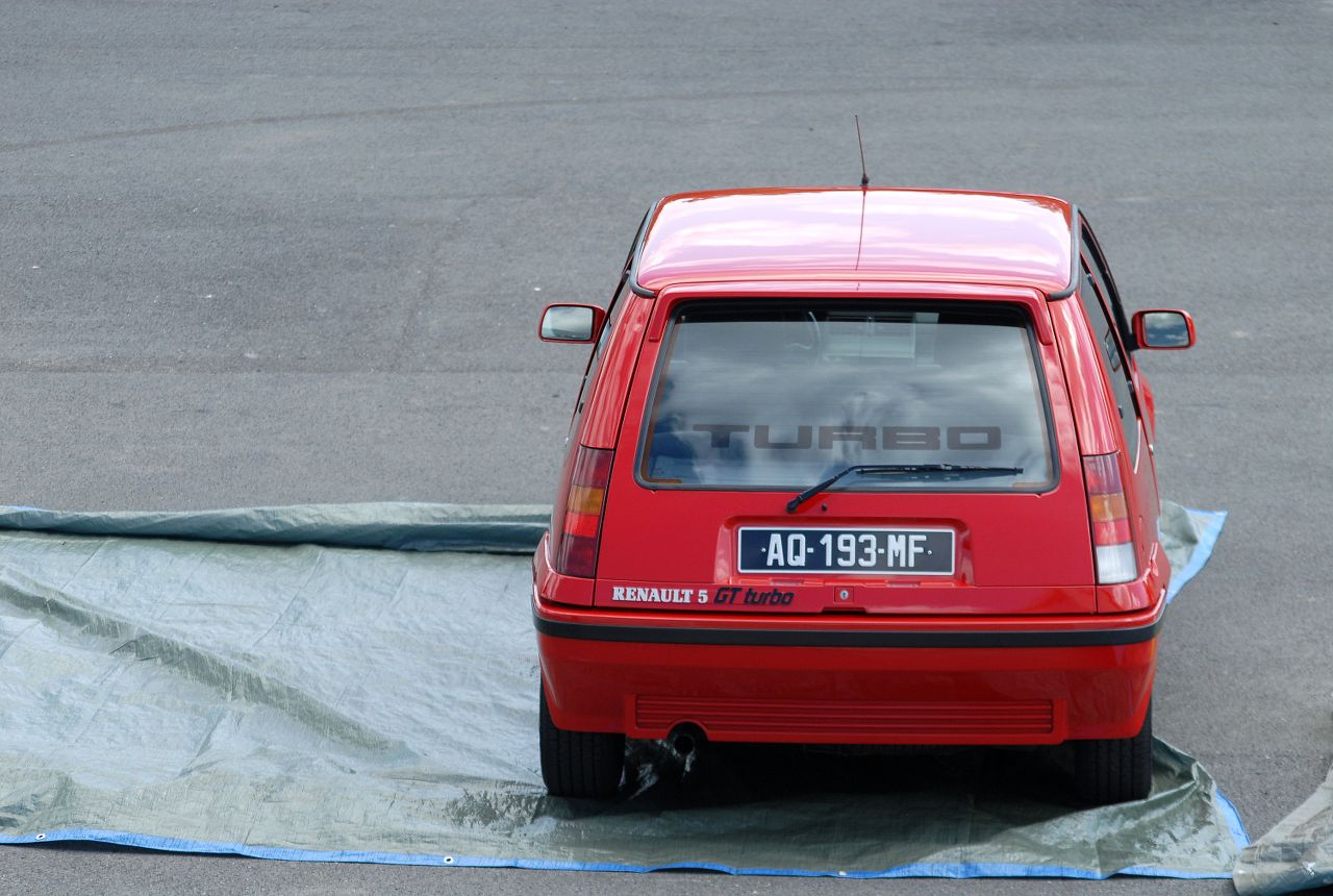 Les 30 ans de la Super 5 GT Turbo à La Châtre CReYfN