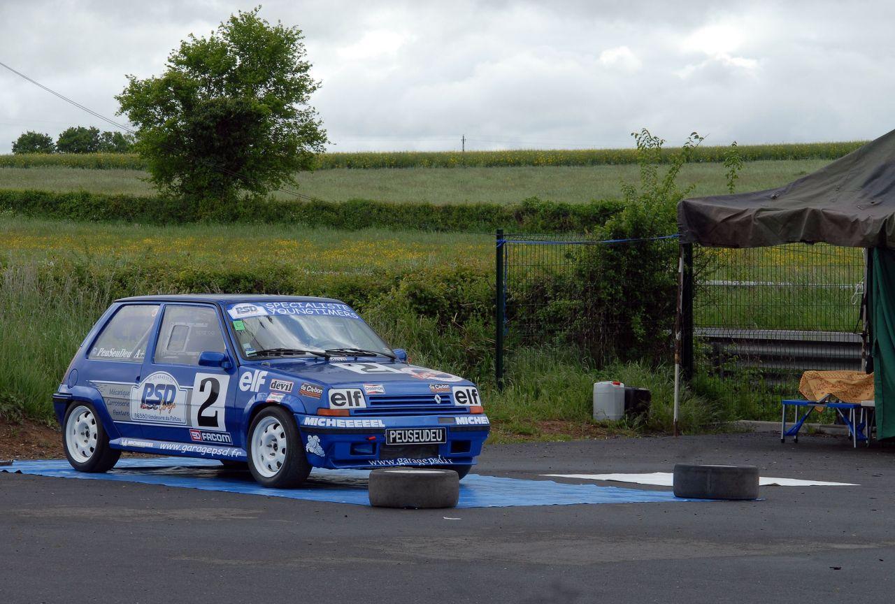 Les 30 ans de la Super 5 GT Turbo à La Châtre PRnDcG