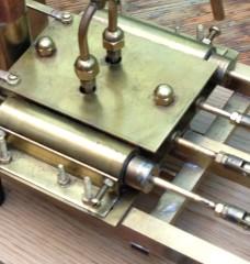 Machine à vapeur de deux cylindres construits manuellement. 19yWLP