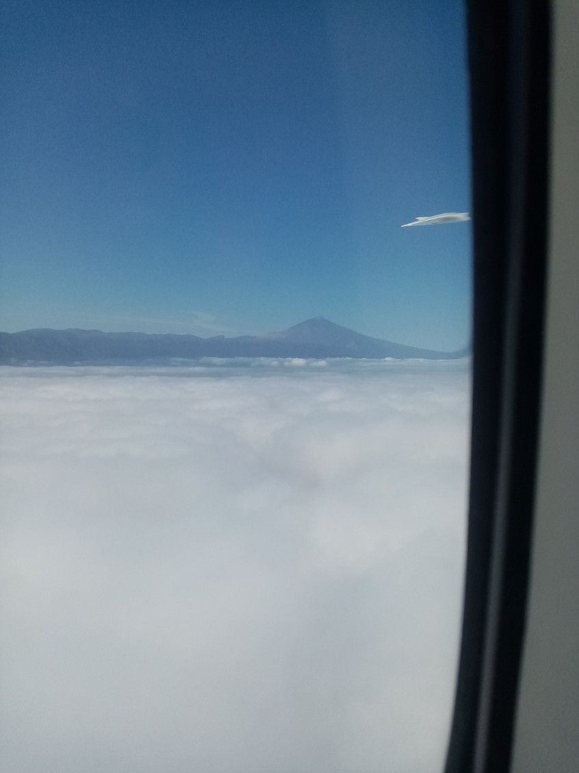 2019: le 08/09 à 10h05 - Engin blanc aplati avec sorte d'aileron - Tenerife - CUuHkL
