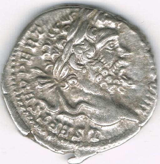 Denario de Septimio Severo. HERCVLI DEFENS. Hércules estante a dcha. Ceca Roma. WGaGNl