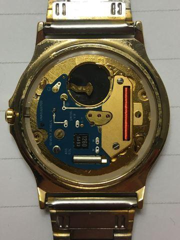 Jaeger -  [Postez ICI les demandes d'IDENTIFICATION et RENSEIGNEMENTS de vos montres] - Page 42 Kvxhep