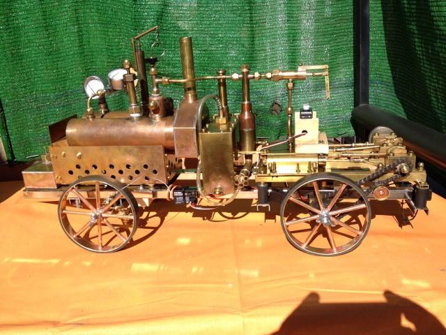 Machine à vapeur de deux cylindres construits manuellement. UN7QlZ