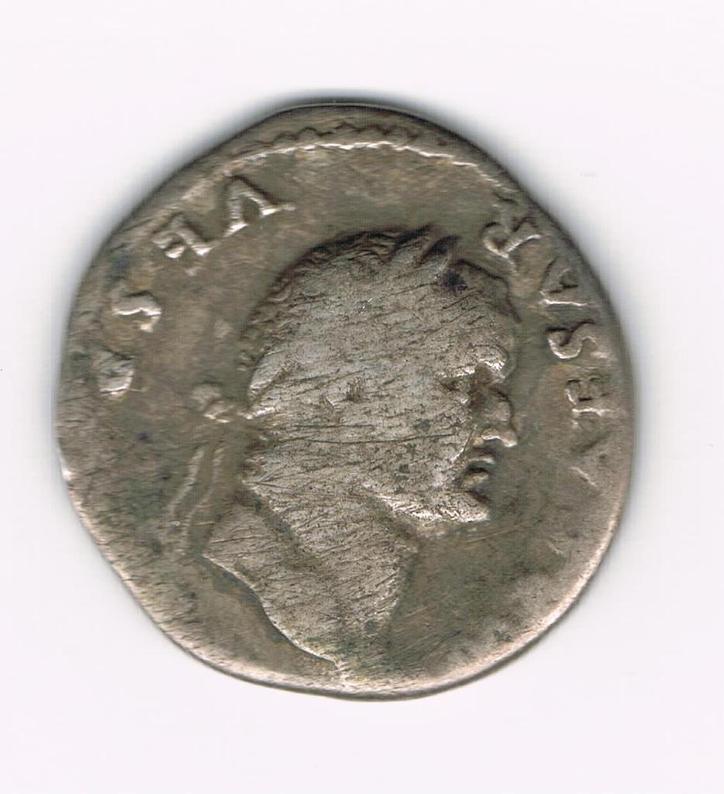 Denario de Vespasiano. PONTIF MAXIM. Vespasiano sedente a dcha. Ceca Roma. YhXd7K