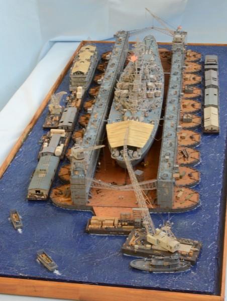 Diorama Terminé du Dock Flottant ABSD et cuirassé BB-59 au 1/350 de Trumpeter T7oQSO