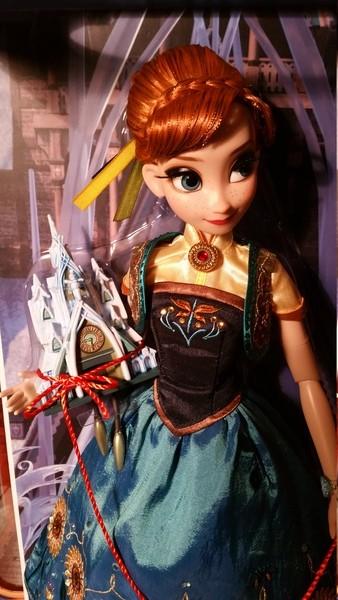 Disney Store Poupées Limited Edition 17'' (depuis 2009) - Page 21 JjBmIK