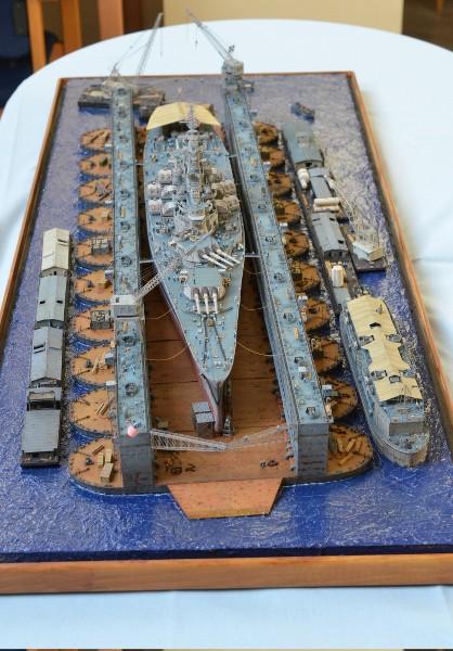Diorama Terminé du Dock Flottant ABSD et cuirassé BB-59 au 1/350 de Trumpeter OUcurg