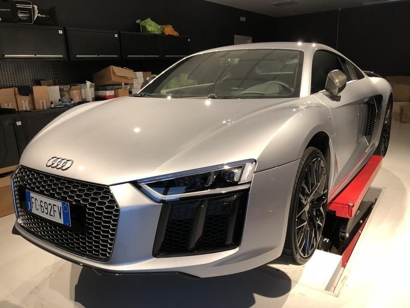 Admin&Brother vs Audi R8 V10 OX48yC
