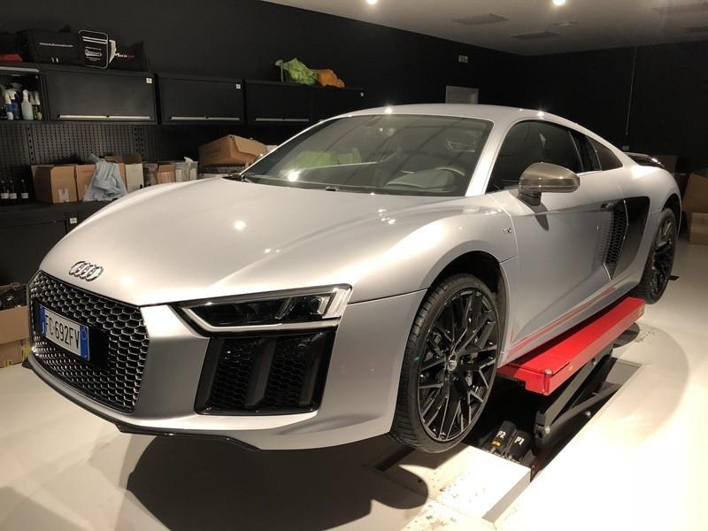 Admin&Brother vs Audi R8 V10 CkdtRG