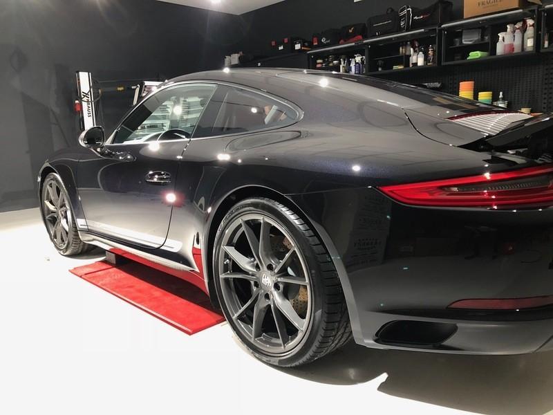 Admin&Brother vs Porsche 911 Carrera T Fmxp8W