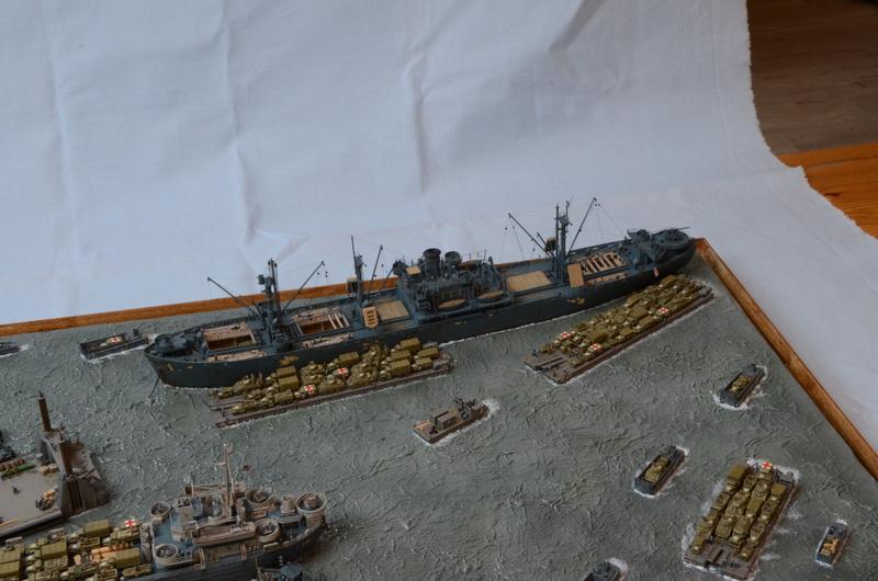 Diorama Port Mulberry A Omaha Beach 16 Juin 1944 au 1/350 - Scratch sur base Iron Shipwrights, Trumpeter et l'Arsenal 5IaOpc