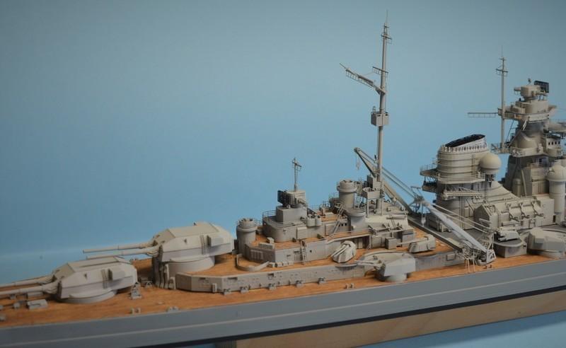 Grande grue 250 t port de Hambourg et Bismarck au 1/350 - Page 15 C06pA2