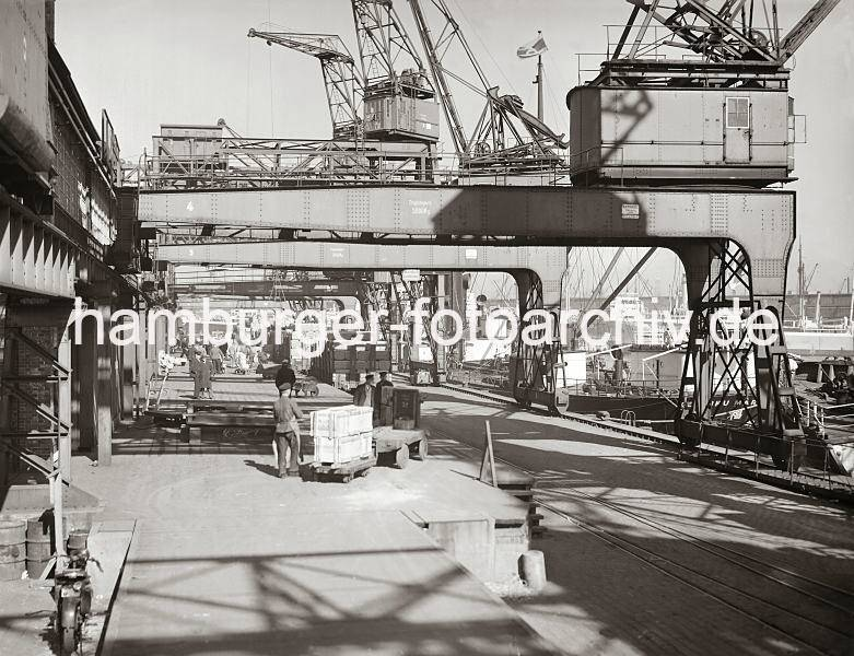 Grande grue 250 t port de Hambourg et Bismarck au 1/350 - Page 5 N7WmgI