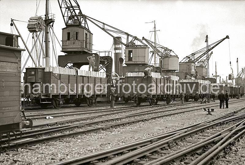 Grande grue 250 t port de Hambourg et Bismarck au 1/350 - Page 5 NV8Lni