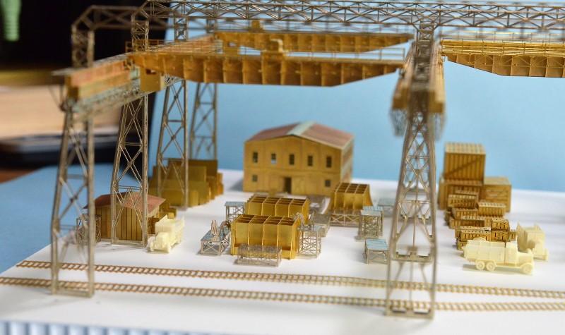 Grande grue 250 t port de Hambourg et Bismarck au 1/350 - Page 6 QxHlP7