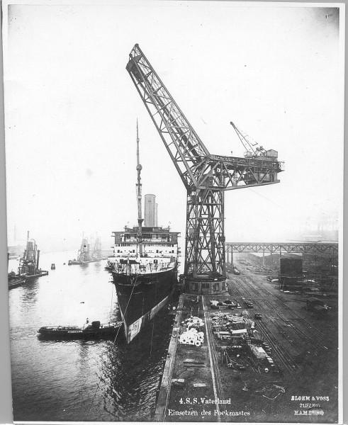 Grande grue 250 t port de Hambourg et Bismarck Revell au 1/350 XdEBti