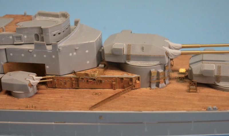 Dio : Grande grue 250 t port de Hambourg et Bismarck (1/350°) - Page 7 EeYD98