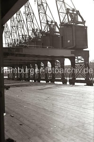 Grande grue 250 t port de Hambourg et Bismarck au 1/350 - Page 5 LDxZcd