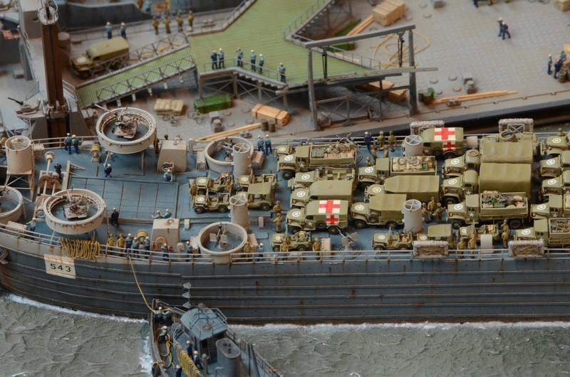 Diorama Port Mulberry A Omaha Beach 16 Juin 1944 au 1/350 - Scratch sur base Iron Shipwrights, Trumpeter et l'Arsenal LeDTpm