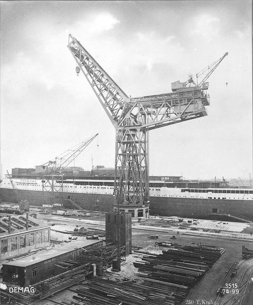Dio : Grande grue 250 t port de Hambourg et Bismarck (1/350°) - Page 3 Oay2mT