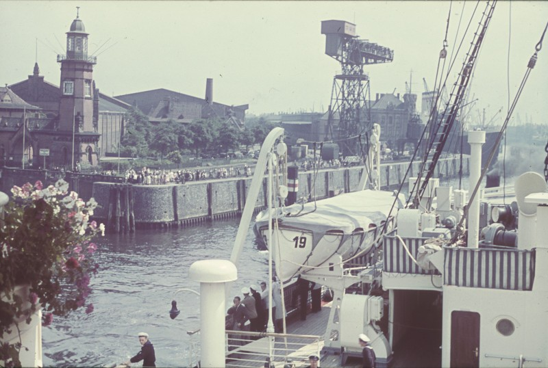 Dio : Grande grue 250 t port de Hambourg et Bismarck (1/350°) - Page 3 WjHkFK