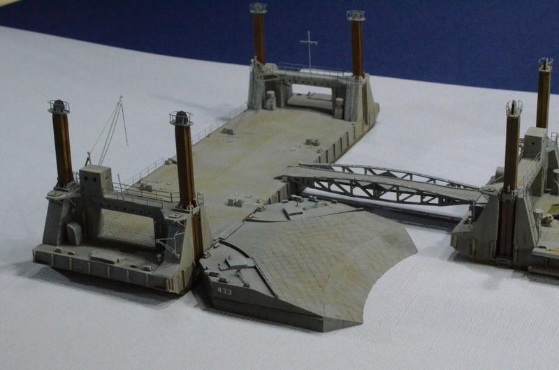 Diorama Port Mulberry A Omaha Beach 16 Juin 1944 au 1/350 - Scratch sur base Iron Shipwrights, Trumpeter et l'Arsenal ApQCaq