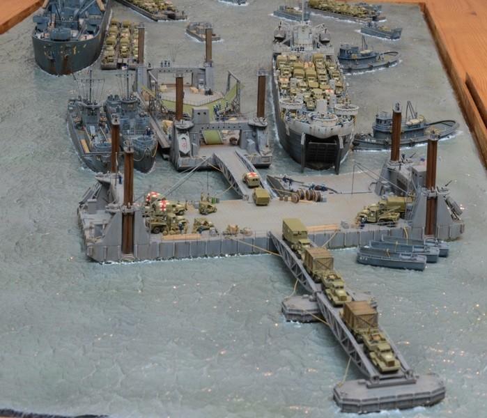 Diorama Port Mulberry A Omaha Beach 16 Juin 1944 au 1/350 - Scratch sur base Iron Shipwrights, Trumpeter et l'Arsenal G5OVO8