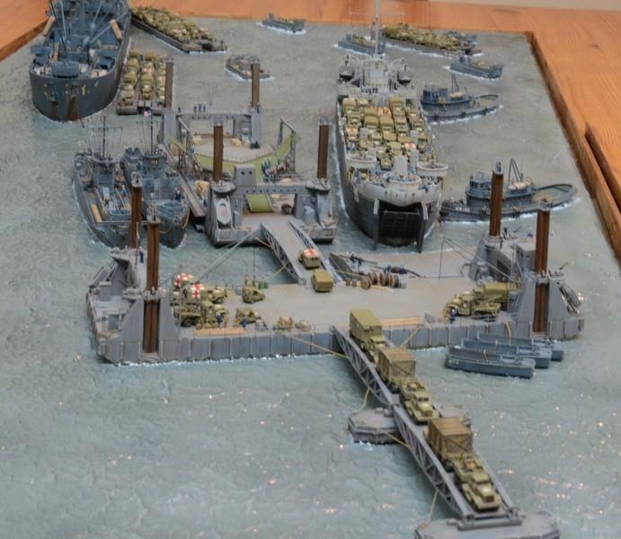 Diorama Port Mulberry A Omaha Beach 16 Juin 1944 au 1/350 - Scratch sur base Iron Shipwrights, Trumpeter et l'Arsenal GpIIyC