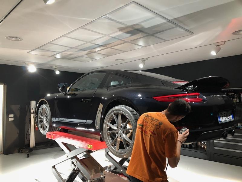 Admin&Brother vs Porsche 911 Carrera T YjJyW1
