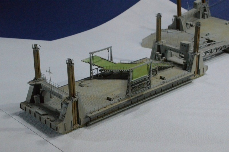 Diorama Port Mulberry A Omaha Beach 16 Juin 1944 au 1/350 - Scratch sur base Iron Shipwrights, Trumpeter et l'Arsenal AsLqHD