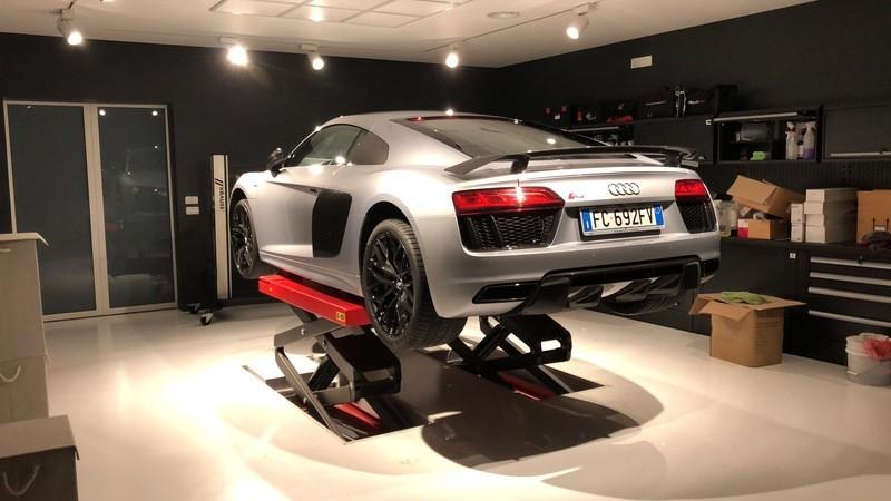 Admin&Brother vs Audi R8 V10 EfAPoB