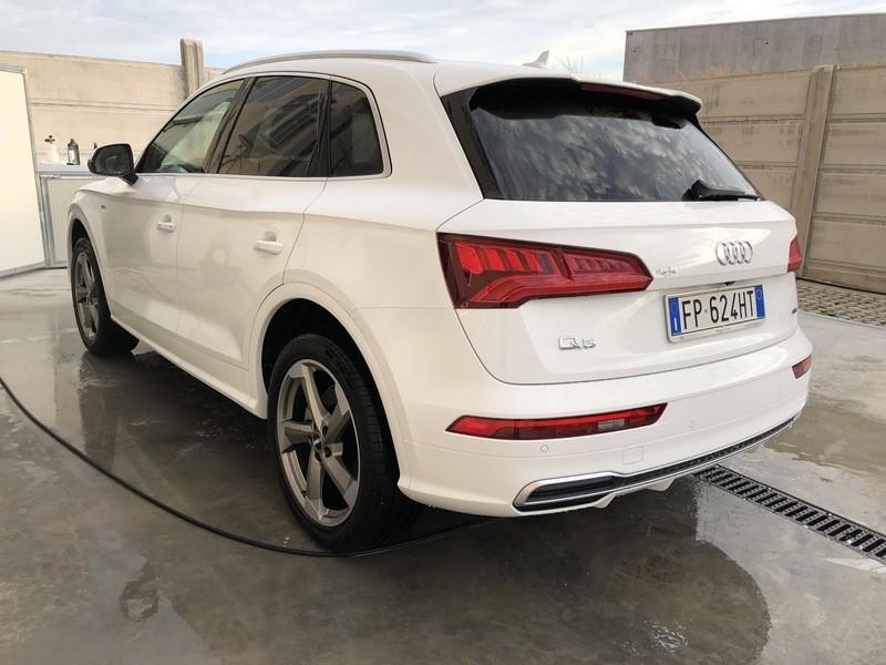 Admin&Brother vs Audi Q5 2018 Rj5a8b