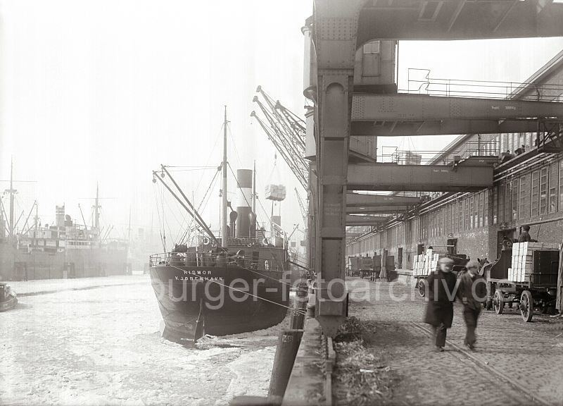 Grande grue 250 t port de Hambourg et Bismarck Revell au 1/350 VBAlfU