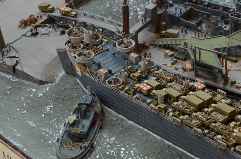 Diorama Port Mulberry A Omaha Beach 16 Juin 1944 au 1/350 - Scratch sur base Iron Shipwrights, Trumpeter et l'Arsenal 4NueqJ