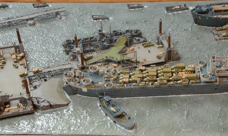 Diorama Port Mulberry A Omaha Beach 16 Juin 1944 au 1/350 - Scratch sur base Iron Shipwrights, Trumpeter et l'Arsenal ASM76m