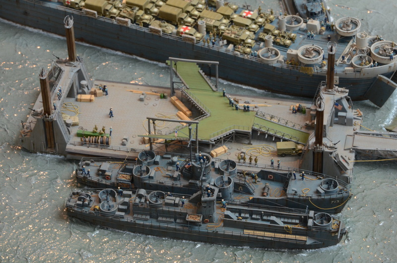Diorama Port Mulberry A Omaha Beach 16 Juin 1944 au 1/350 - Scratch sur base Iron Shipwrights, Trumpeter et l'Arsenal CqY1eG