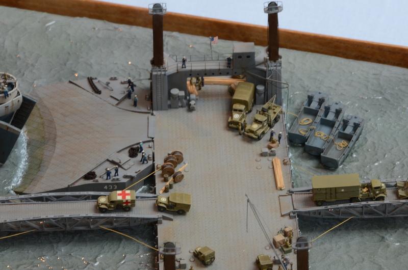 Diorama Port Mulberry A Omaha Beach 16 Juin 1944 au 1/350 - Scratch sur base Iron Shipwrights, Trumpeter et l'Arsenal TAKIcZ