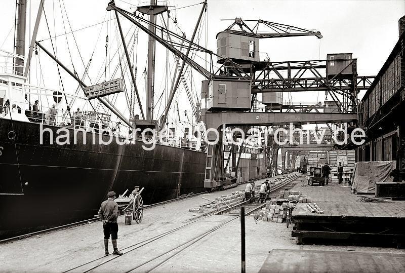 Grande grue 250 t port de Hambourg et Bismarck Revell au 1/350 AcohDL