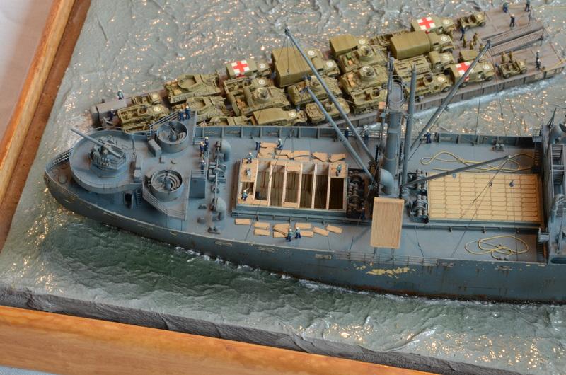 Diorama Port Mulberry A Omaha Beach 16 Juin 1944 au 1/350 - Scratch sur base Iron Shipwrights, Trumpeter et l'Arsenal IjJCtp