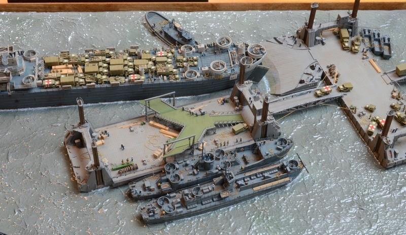 Diorama Port Mulberry A Omaha Beach 16 Juin 1944 au 1/350 - Scratch sur base Iron Shipwrights, Trumpeter et l'Arsenal UPP4xP