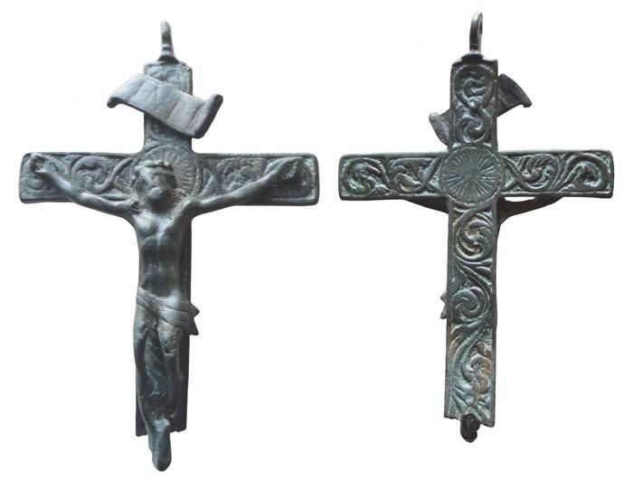 Cruz con decoración curvilinea a forma de cenefa S-XVII– CC-040 - [Pec020/S-XVII]* 9vzr33