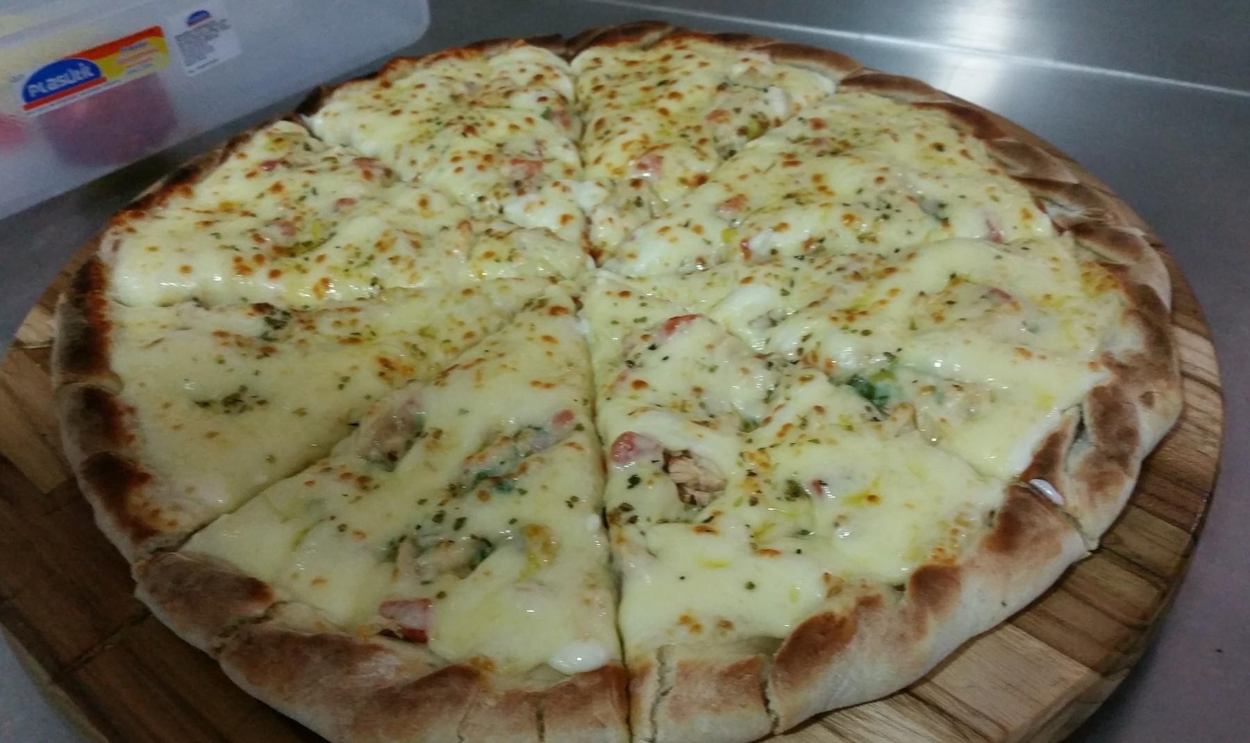 Mais um Forno Las Lenhas do Cheff Hassin construído em Salvador e pizzas sensacionais feitos neste forno! LxNWsK
